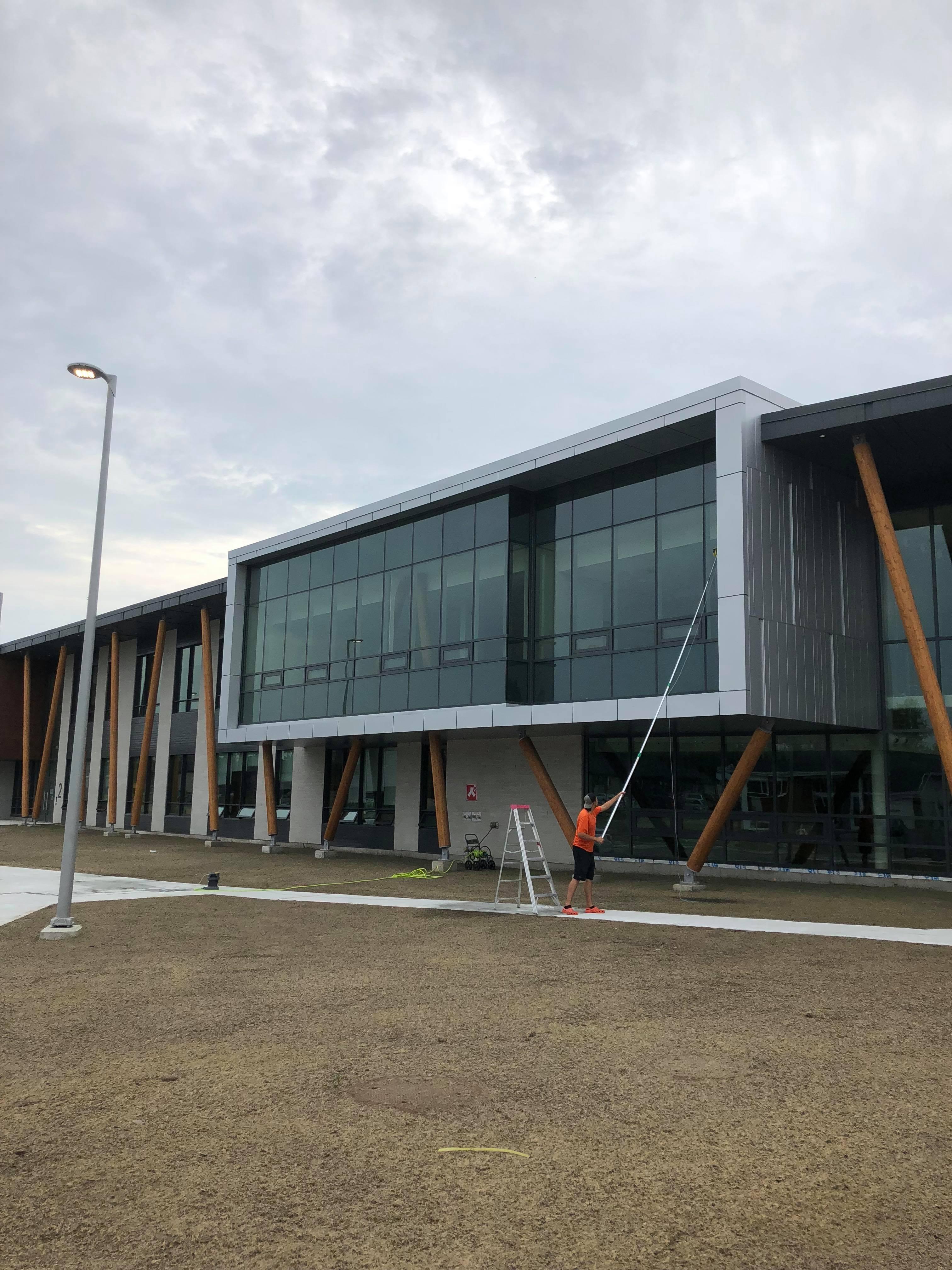 Lavage de vitres nouvelle école de Saint-Lin